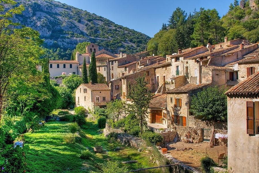 ba8e84b244 Saint-Guilhem-le-Désert, un angolo di paradiso - Viaggi al Verde